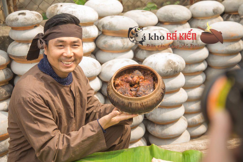 Chàng kỹ sư bỏ nghề đi kho cá Nguyễn Bá Toàn đã làm rạng danh món cá kho làng vũ đại nhờ mạng internet