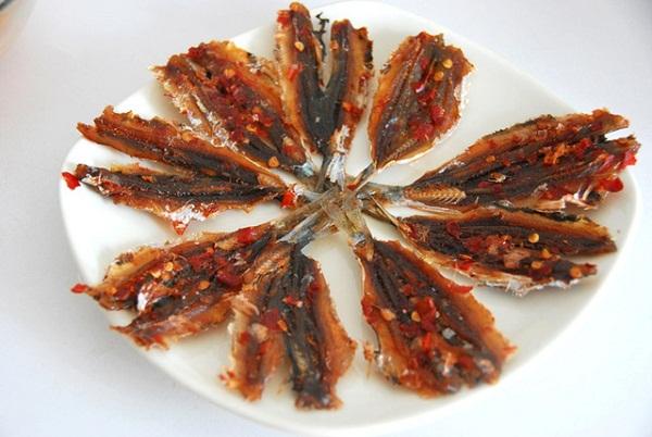 Đặt cá chỉ vàng theo hình để có thể nướng ngon nhất